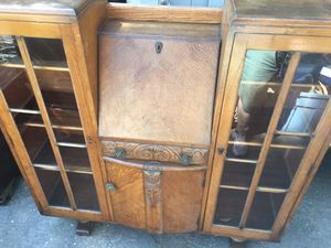 Antique curio cabinet w/ lockable space and key! for Sale in Fresno, CA