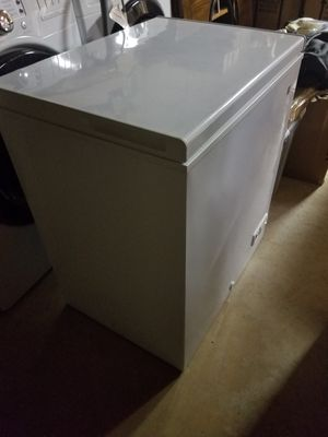 GE 5 CU FT Chest freezer white for Sale in Falls Church, VA