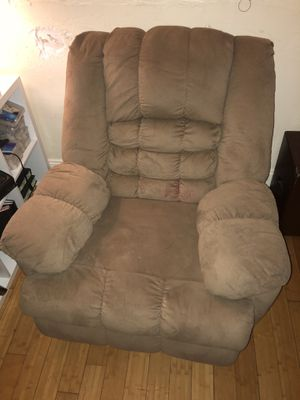 LazyBoy recliner! Recliner works perfectly! Super comfortable! for Sale in Miami, FL