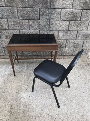 antique desk w/chair for Sale in Sterling Heights, MI