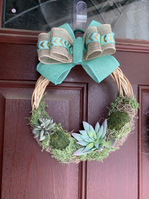 Succulent and moss wicker wreath for Sale in Lindenwold, NJ