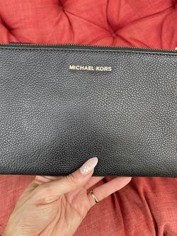 Micheal Kors Clutch for Sale in Scottsdale,  AZ
