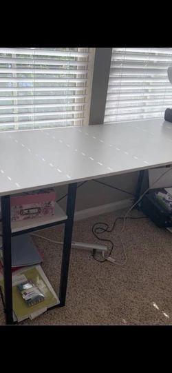 White Wood Desk for Sale in Estero,  FL