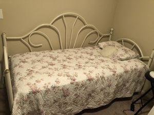 White metal girls daybed for Sale in Austin, TX
