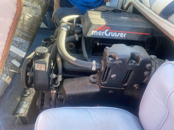 1985 blue water cuddly cabin cruiser no better used boat then this low low hrs low low