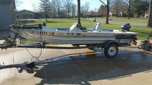 16ft lowes bass boat for Sale in Smithton, IL