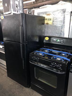 2 pc set: GE top freezer refrigerator & gas stove in excellent condition with 4 months warranty for Sale in Halethorpe, MD