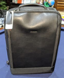Koosom Black Backpack laptop bag Travel Carry-on w/ USB for Sale in Murrieta,  CA