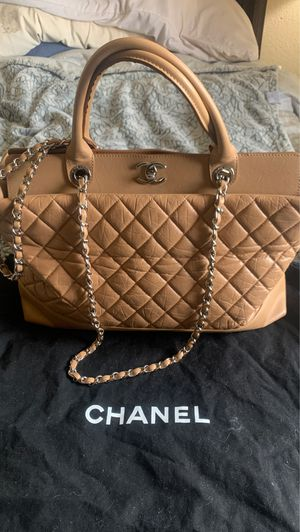Authentic Chanel Handbag/ with dust bag !! for Sale in Phoenix, AZ