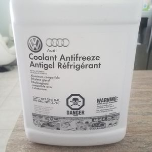 Audi Coolant Antifreeze Antigel Refrigerant (Part No. G013A8J1G), 1 Gallon for Sale in Deerfield Beach, FL