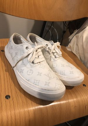 Louis Vuitton Mens Sneakers Size 9 for Sale in Seattle, WA