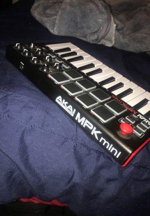 MPK mini keyboard (AKAI) for Sale in Tallahassee, FL