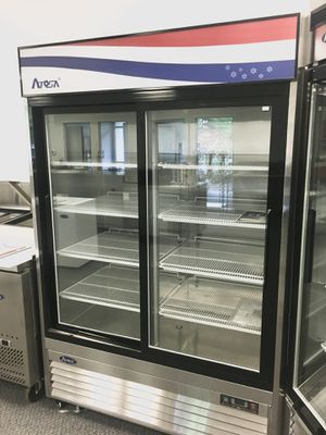 Double glass door commercial refrigerated merchandiser cooler for Sale in Kent, WA