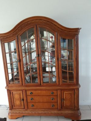 Good condition Cabinet,2 shelves,interior lights.$225 OBO for Sale in Lehigh Acres, FL