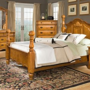 7 Piece Queen Bryant Pine 4 Poster Bedroom Set! Mint!! for Sale in Vancouver, WA