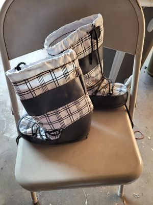 Kids snow boots size 3 for Sale in Colton, CA