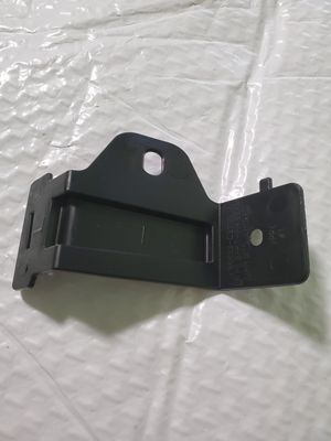 Hyundai OEM Part # 86633 C2700 BRACKETREAR RAIL UPPER MOUNTING Left Hand For 2017 to 2018 Hyundai Sonata for Sale in Waukegan, IL