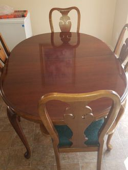 Ann Dinning Table With 4 Chairs 2captain for Sale in Nashville,  TN