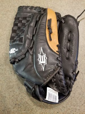 "14"" Easton baseball softball glove broken in for Sale in Norwalk, CA"
