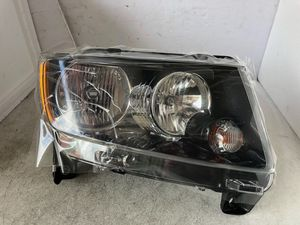 2011 2012 2013 Jeep Grand Cherokee Halogen Headlight Right Passenger OEM New for Sale in Nashville, TN