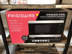 Frigidaire stainless steel 1.1 cu.ft countertop microwave for Sale in Dallas, TX