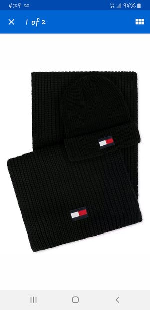 NEW $80 TOMMY HILFIGER BLACK THICK KNIT LOGO WINTER BEANIE HAT & SCARF GIFT SET for Sale in Wauconda, IL