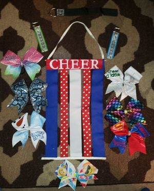 CHEER LOT OF 7 BOWS, BOW HOLDER & 3 CHEER KEYCHAINS for Sale in Elizabethtown, PA
