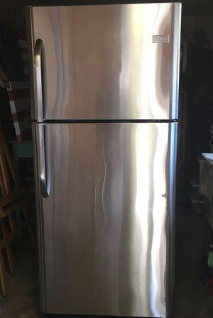 Frigidaire refrigerator/freezer for Sale in San Jose, CA