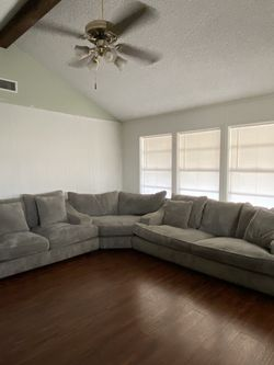 Three Piece Couch for Sale in Pasadena,  TX