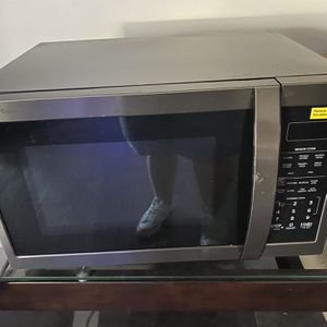 Almost New Microwave for Sale in Miami, FL