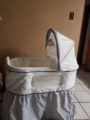 Safety first bassinet for Sale in Valparaiso, FL
