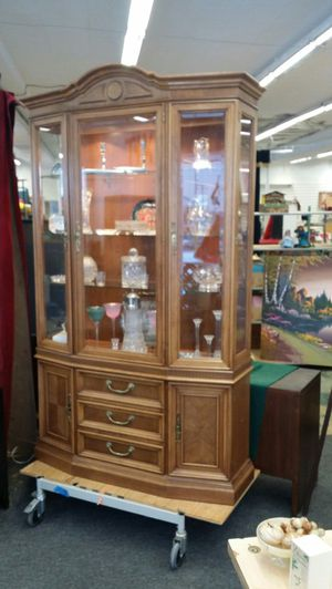 Drexel lighted curio cabinet for Sale in Minneapolis, MN