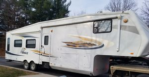 Jayco eagle 5th wheel 2010 with 5th wheel hitch and also gooseneck hitch for Sale in Scottown, OH
