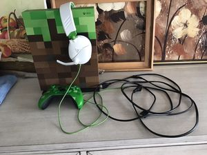 Xbox one s 1TB SPECIAL MINECRAFT EDITION with controller, headset, HDMI, and power cord for Sale in Milford, CT