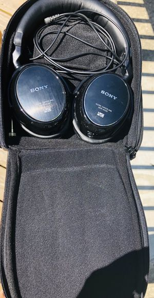 Sony noise cancelling headphones for Sale in Northfield, OH