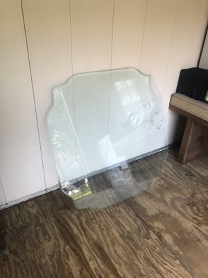 Chairs and glass top table for Sale in Des Plaines, IL