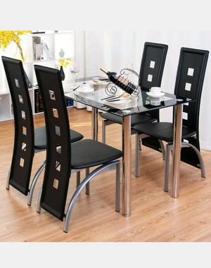 New dining room table and with 4 chairs in box for Sale in Fort Lauderdale, FL
