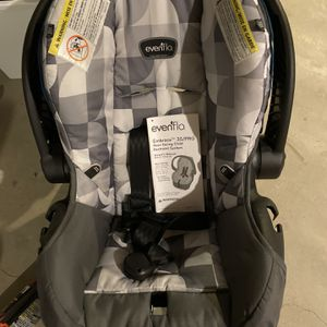 Evenflo Infant Car seat w/base for Sale in Lynwood, IL