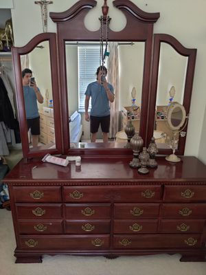 Nice wooden Dresser with mirror for Sale in Sacramento, CA