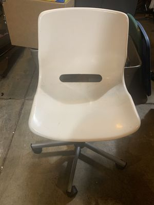 Rolling swivel office chair for Sale in Tigard, OR