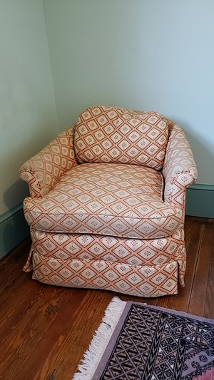 Vintage Plush Chair for Sale in Barnesville, MD