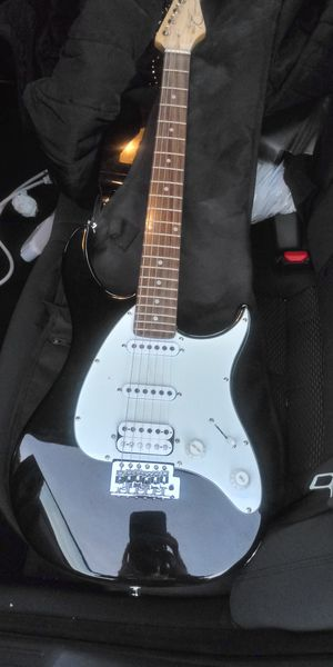 Peavey Raptor electric guitar w/bag, strap and picks new for Sale in McDonough, GA