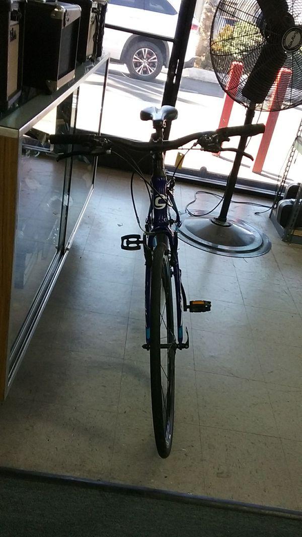 Cannondale Quick Four Road Bike Blue Finish Medium Size Bicycle