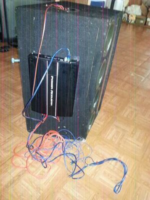 Speaker and amp for Sale in Avon Park, FL