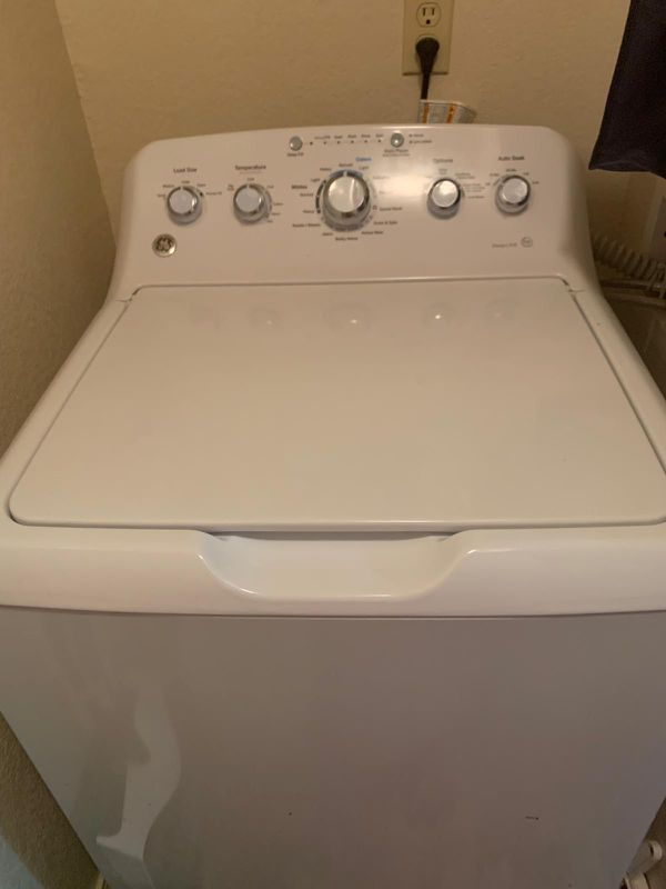 GE washing machine and dryer electric 2017. Like new.