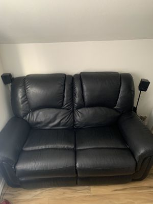Black Leather Loveseat for Sale in Tacoma, WA