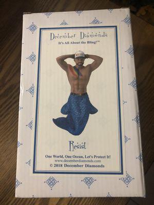 December diamonds resist merman in box for Sale in Tampa, FL