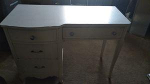 White desk for Sale in Victorville, CA