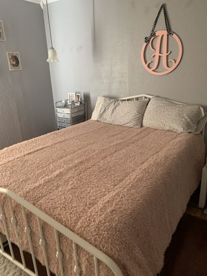 Queen Size mattress and bed for Sale in San Angelo, TX