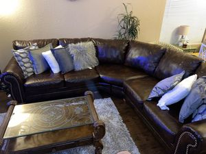 Living Room with pillows and coffee table . for Sale in Elk Grove, CA